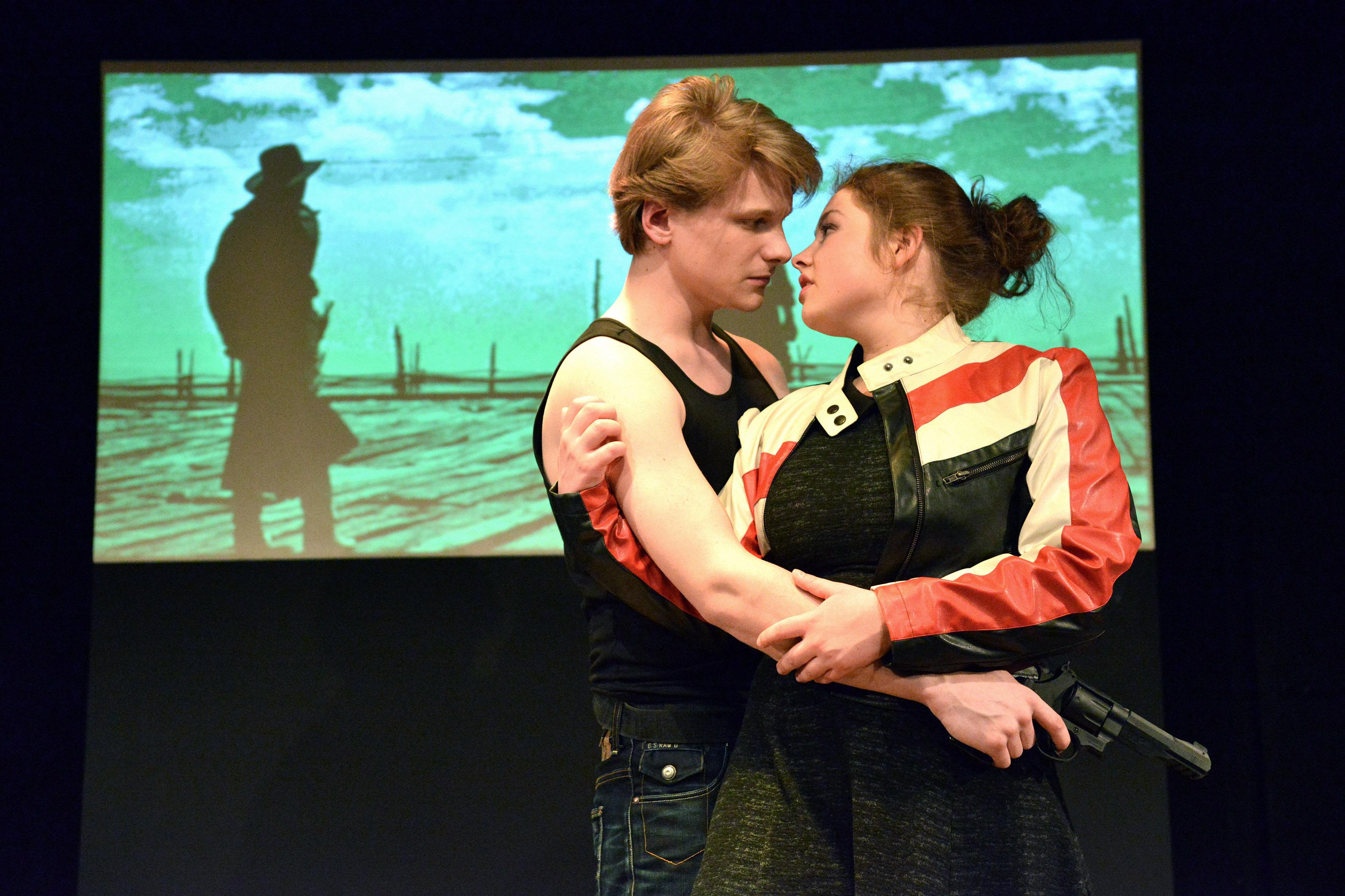 Burning Love von Fitzgerald Kusz am Kieler Theater Die Komödianten. Darsteller: Liesa Strehler und Christian Zell. Regie: Christoph Munk